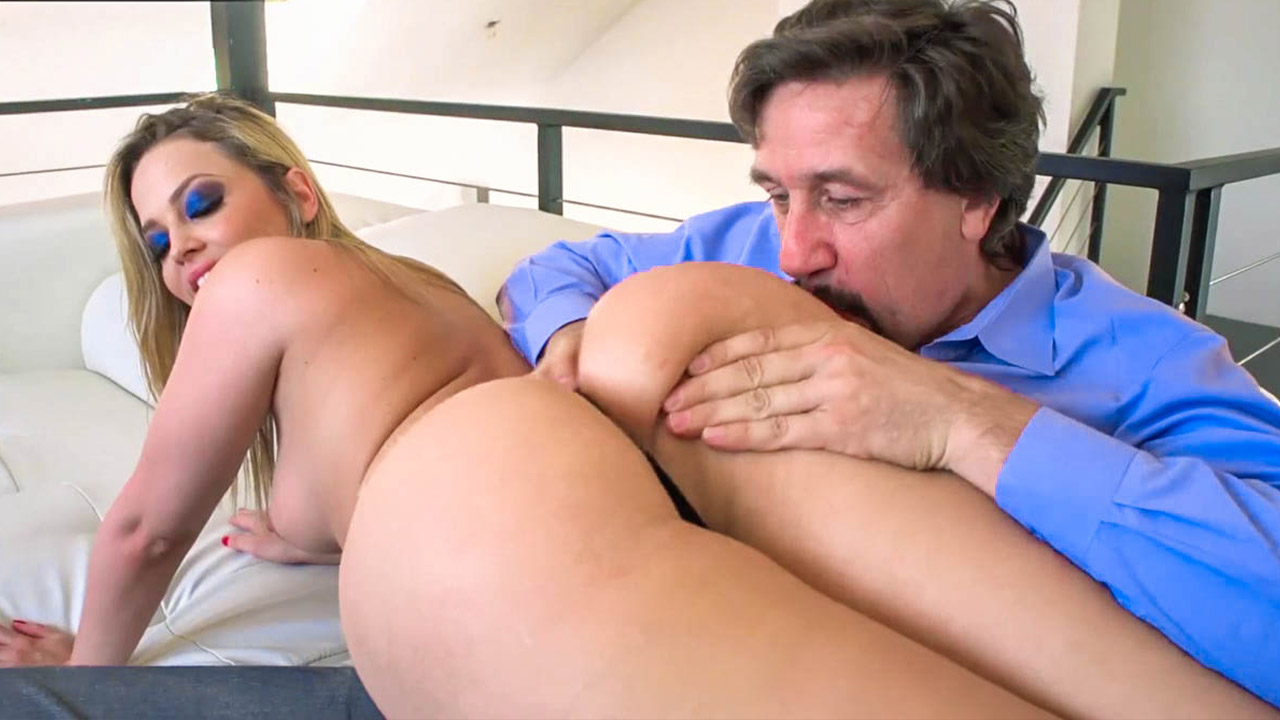 Alluring Blonde Alexis Texas Wants That Cum On Her Huge Butt