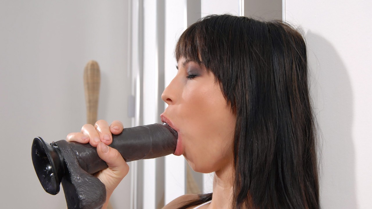 Anal Virgin Squeezing Big Dildo Into Her Tight Hole