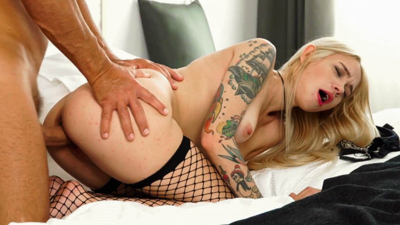 Arteya Fucking In Fishnets