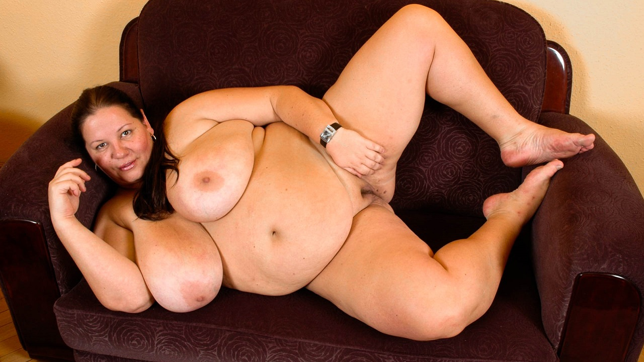 Big Slut Loves To Shake And Swing Massive Tits