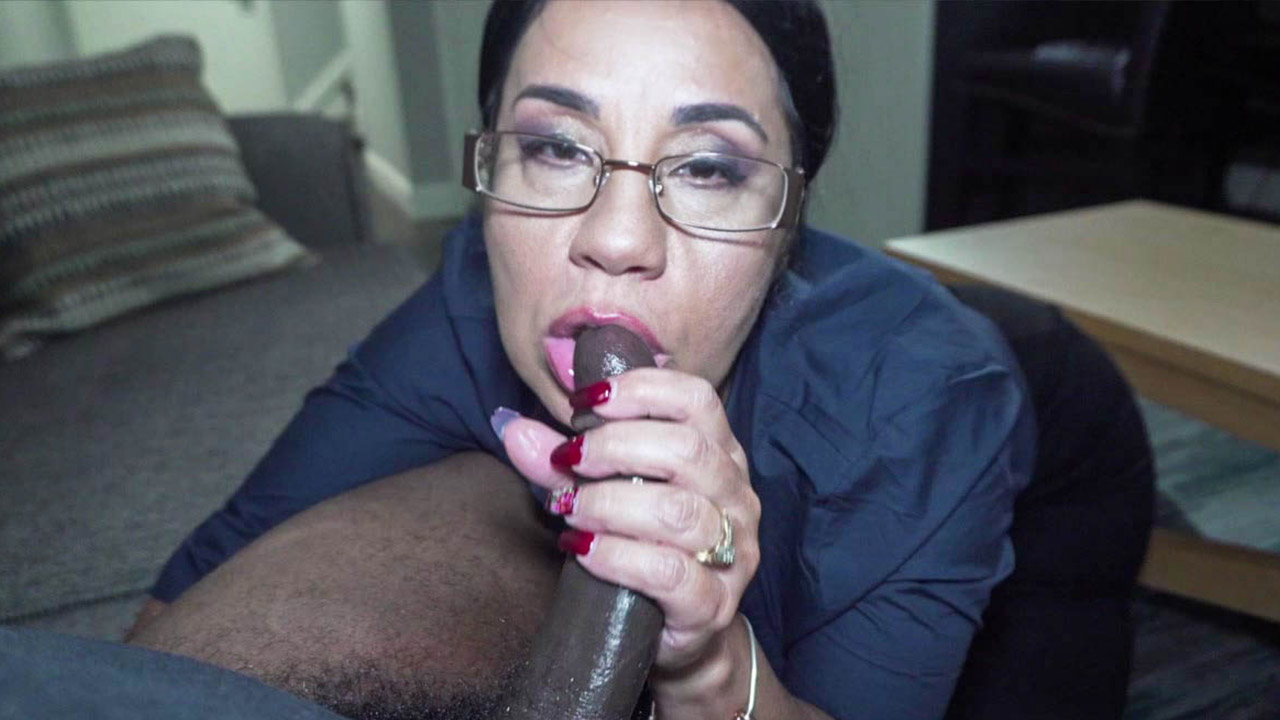 Chubby Mature Lady Gets Her Pussy Pounded