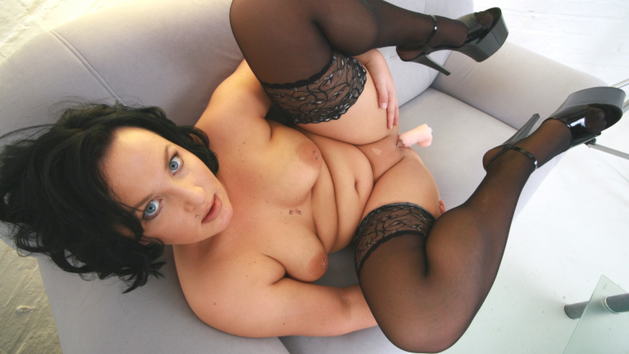 Dark Haired Siren Ready To Impress With Dildo