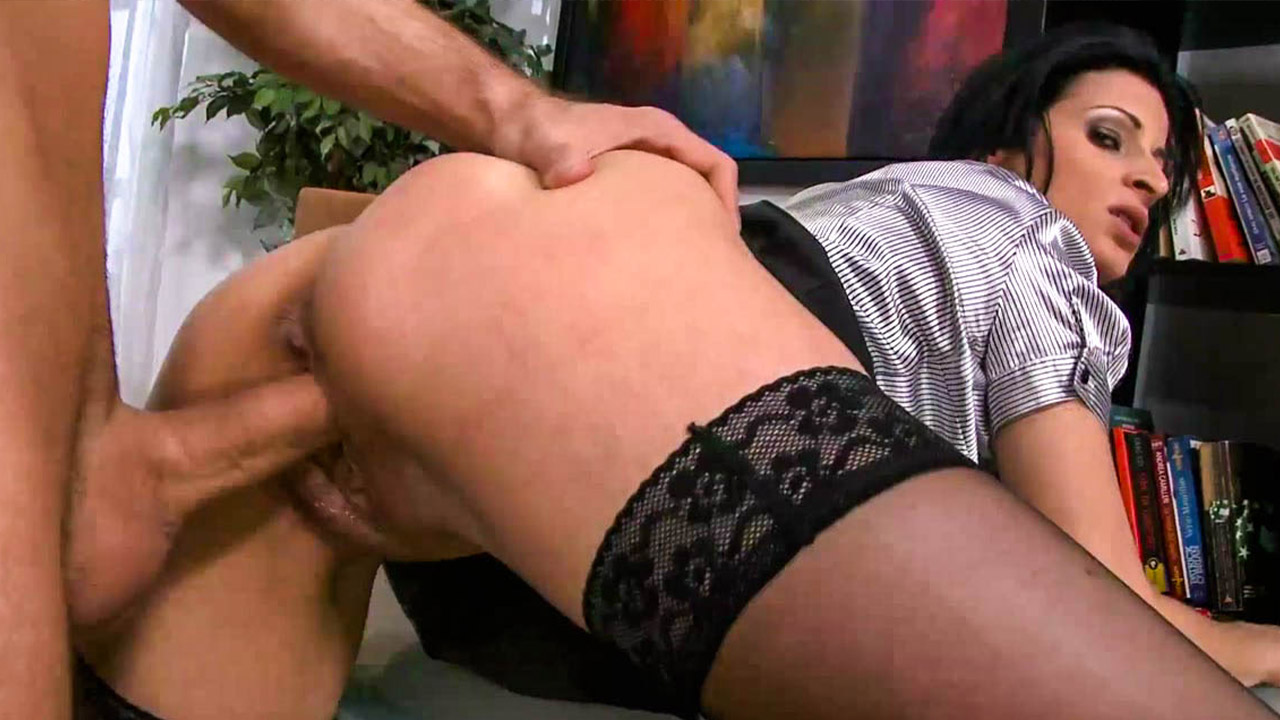 Emma Deals Hot Sex With A Blowjob
