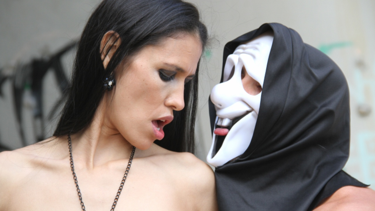 Guy In A Scream Mask Gets Hot Girl