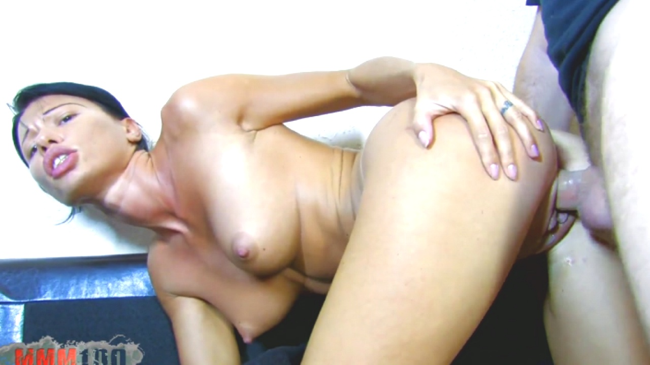 Horny Babe Can't Wait For Cock