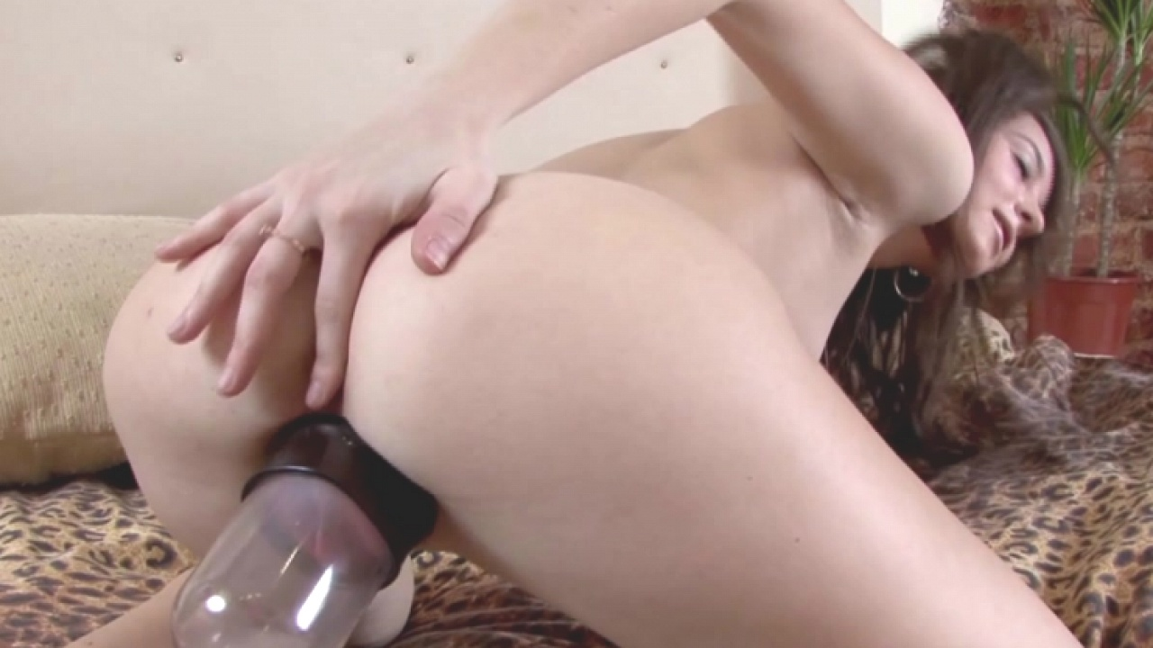 Hot Teen Loves Her Pussy Pump