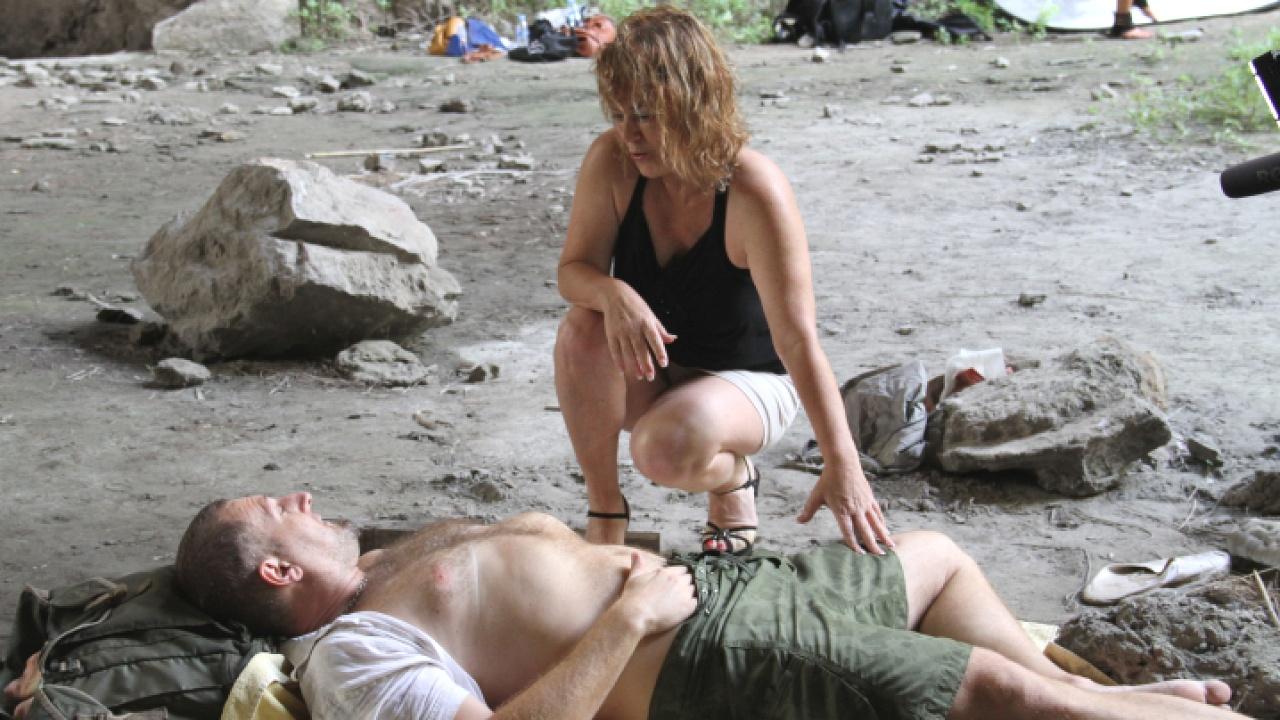 Mature Slut Takes Outdoor Pounding