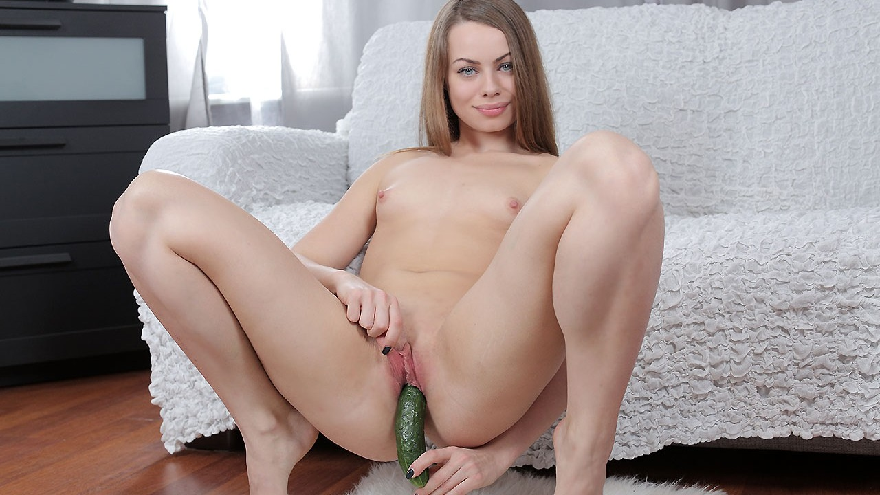 Pretty Girl Enjoys Anal Action With A Huge Zucchini