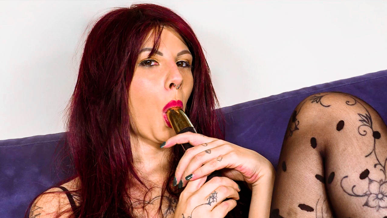 Sexy Monique86 Playing With Her Vibrator In Bodystockings