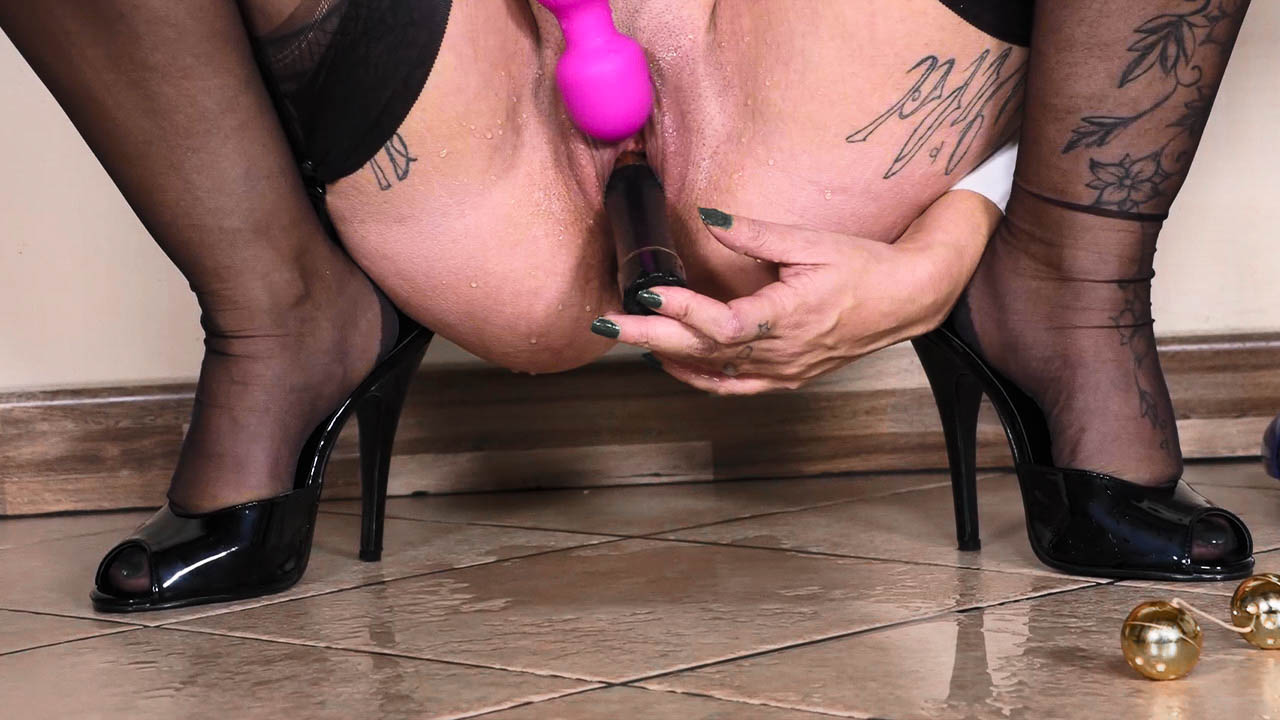 Tattooed Secretary Monuque86 In Stockings Playing With Her Sex Toys In Office